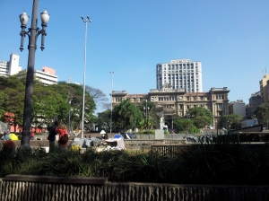 Sao Paulo tinghus (bak soveplassen til noen av byens hjemløse)