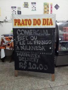 Biff av okse eller kylling, ris, bønner, chips til 10 reais/ca. 30 NOK